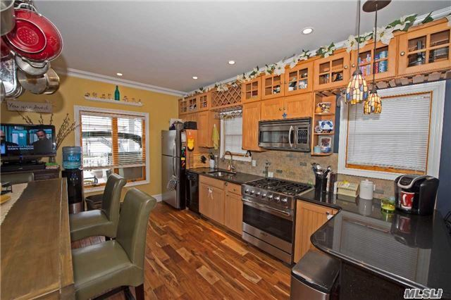 Residential, Colonial - Lindenhurst, NY (photo 3)