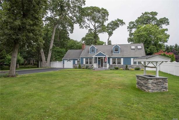 Single Family Residence, Farm Ranch - East Islip, NY