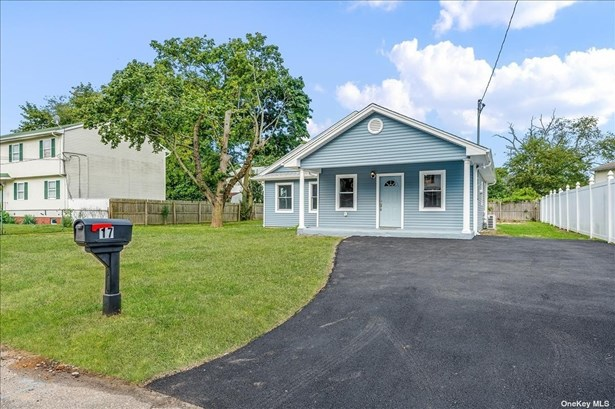 Single Family Residence, Ranch - W. Babylon, NY
