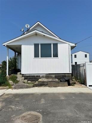 Single Family Residence, Cape - Hamilton Beach, NY
