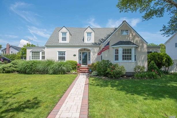 Single Family Residence, Cape - Babylon, NY