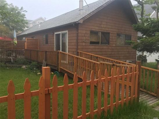 Single Family Residence, Ranch - Ocean Beach, NY
