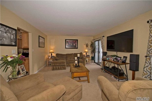 Townhouse, Rental Home - Bay Shore, NY (photo 5)