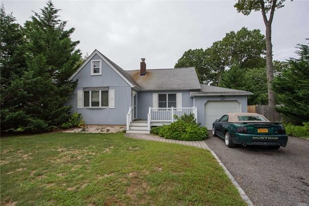 Residential, Cape - Bay Shore, NY