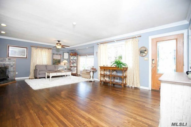 Residential, Split - Lindenhurst, NY (photo 3)