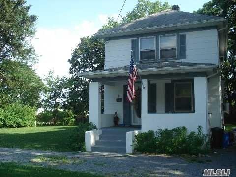 Rental Home, Colonial - East Islip, NY (photo 1)