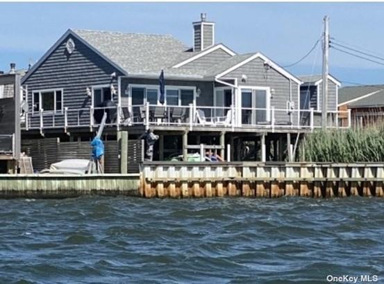 Raised Ranch, Single Family Residence - Ocean Beach, NY