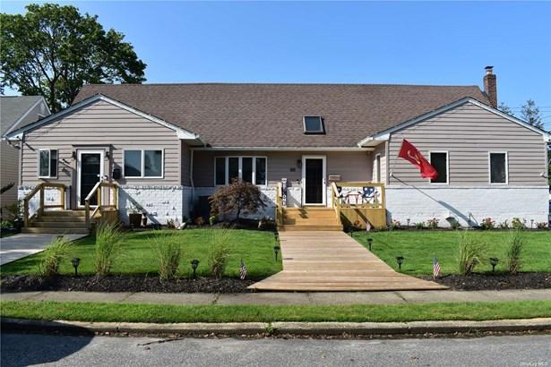 Single Family Residence, Exp Cape - West Islip, NY