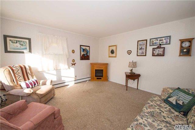 Residential, Cape - Bay Shore, NY (photo 2)
