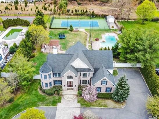 Single Family Residence, Colonial - Dix Hills, NY