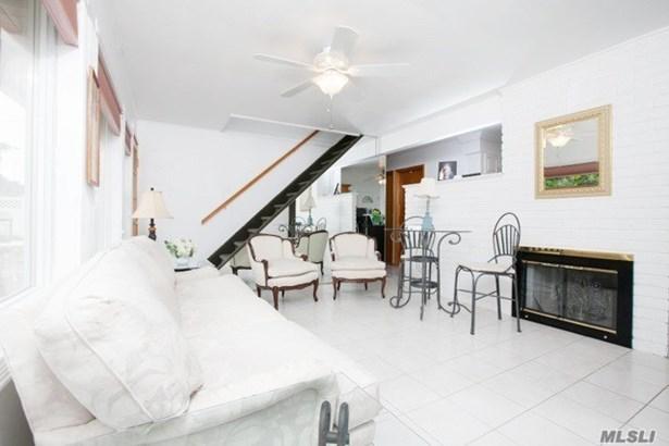 Rental Home, Cape - Hicksville, NY (photo 5)