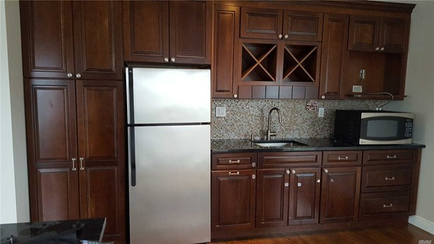 Rental Home, Apt In House - Uniondale, NY (photo 2)