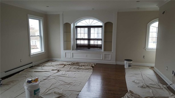 Rental Home, Apt In House - Uniondale, NY (photo 4)