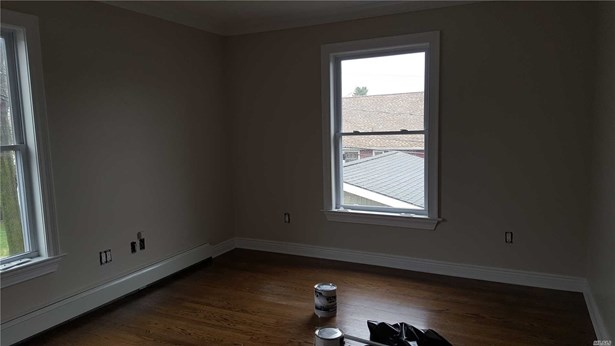 Rental Home, Apt In House - Uniondale, NY (photo 5)