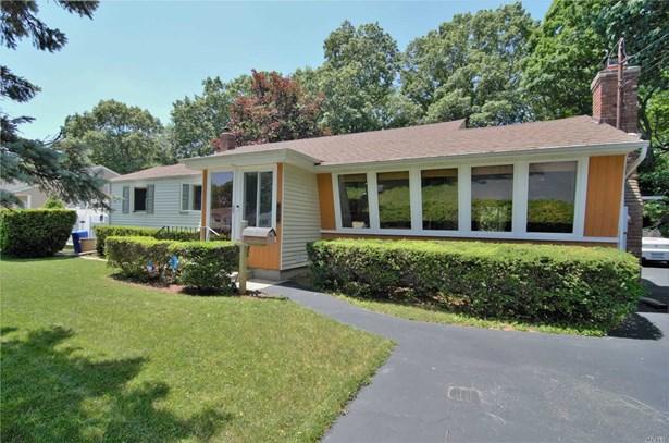Splanch, Single Family Residence - Bay Shore, NY