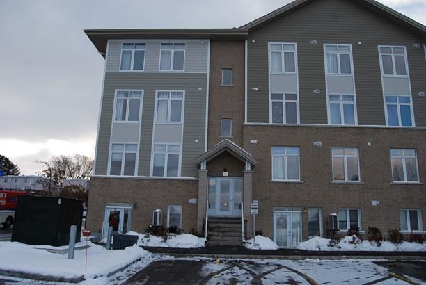861 Blackcomb Private C, Ottawa, ON - CAN (photo 1)