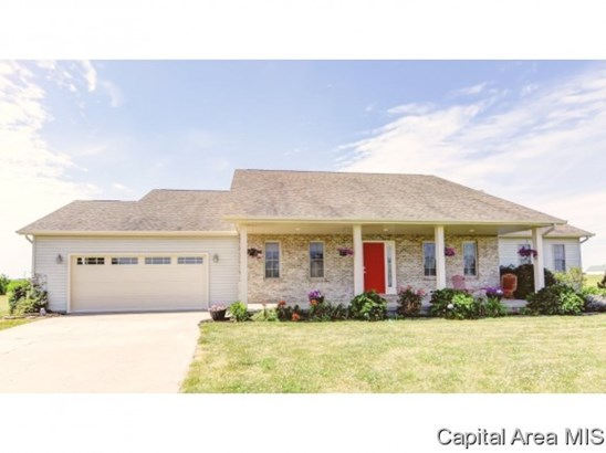 Ranch, Residential,Single Family Residence - Mechanicsburg, IL (photo 2)