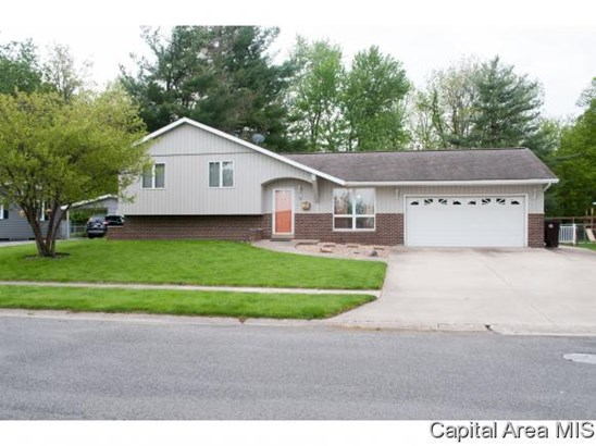 Tri-Level, Residential,Single Family Residence - Jacksonville, IL (photo 2)