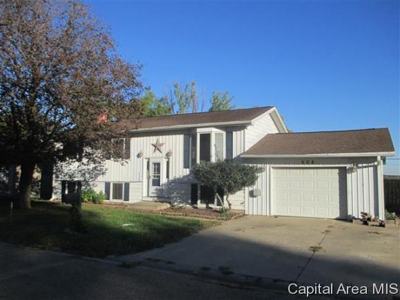 Bi-Level, Residential,Single Family Residence - Jacksonville, IL (photo 1)