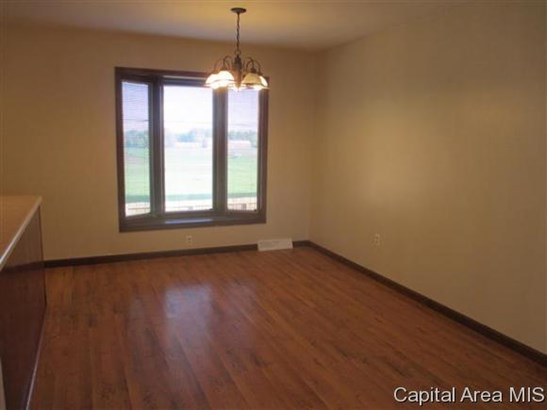 Bi-Level, Residential,Single Family Residence - Jacksonville, IL (photo 3)