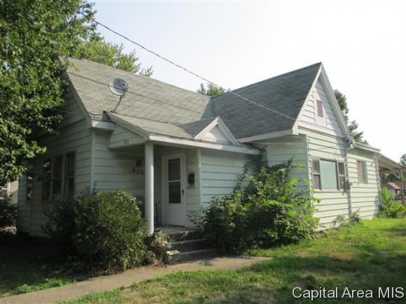 Bungalow, Residential,Single Family Residence - Jacksonville, IL (photo 1)