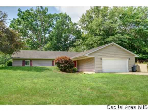 Ranch, Residential,Single Family Residence - Mechanicsburg, IL