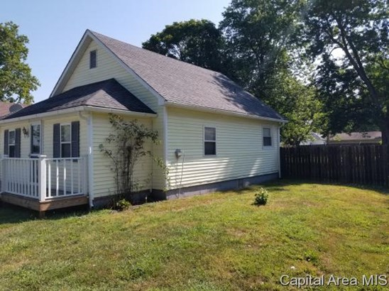 Bungalow,1 Story, Residential,Single Family Residence - Girard, IL (photo 4)