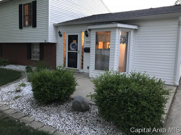 Tri-Level, Residential,Single Family Residence - Springfield, IL (photo 3)