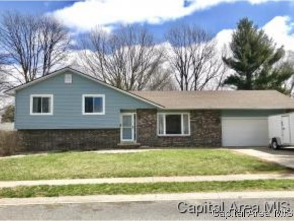 Tri-Level, Residential,Single Family Residence - Jacksonville, IL (photo 1)