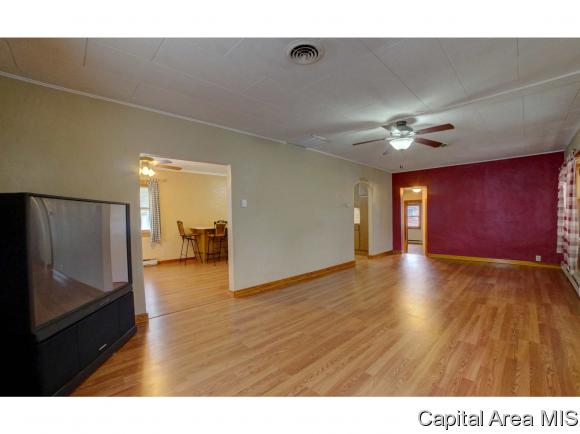 Bungalow, Residential,Single Family Residence - Virden, IL (photo 3)
