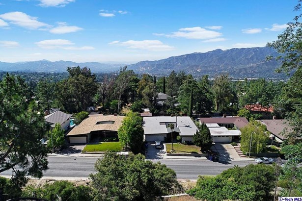 2731 Rock Pine Lane, La Crescenta, CA - USA (photo 3)