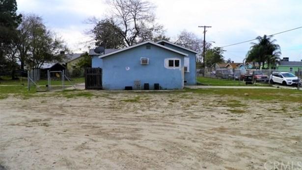 8412 Wheatland Avenue, Sun Valley, CA - USA (photo 2)