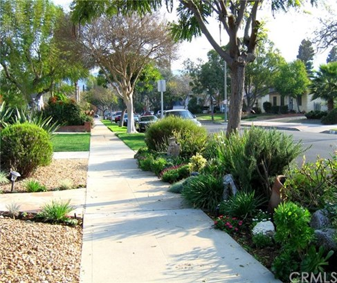 416 S Sparks Street, Burbank, CA - USA (photo 2)
