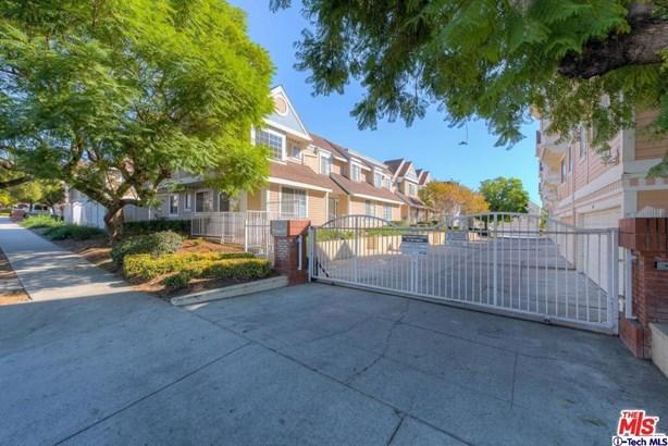 13750 Hubbard Street 1, Sylmar, CA - USA (photo 2)