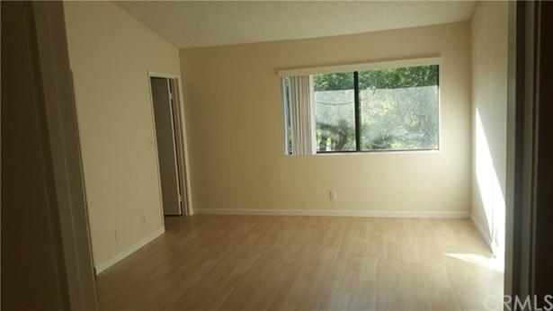 8750 Kester Avenue 17, Panorama City, CA - USA (photo 5)
