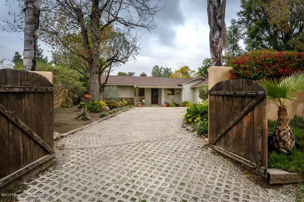 10401 Mcbroom Street, Shadow Hills, CA - USA (photo 2)