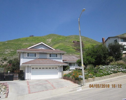 11555 Jeff Avenue, Lakeview Terrace, CA - USA (photo 2)