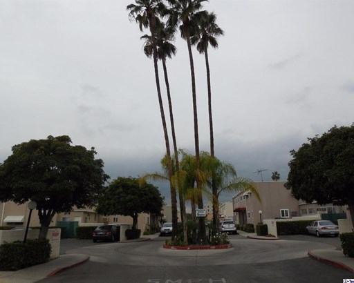 7137 Coldwater Canyon Avenue 16, North Hollywood, CA - USA (photo 1)
