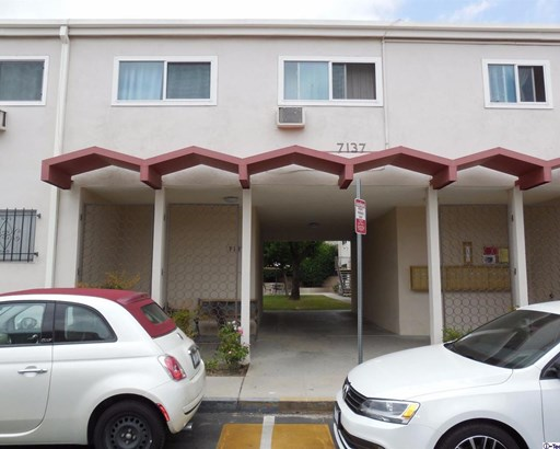 7137 Coldwater Canyon Avenue 16, North Hollywood, CA - USA (photo 2)