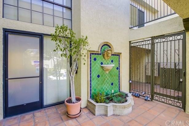 64 N Mar Vista Avenue 201, Pasadena, CA - USA (photo 2)