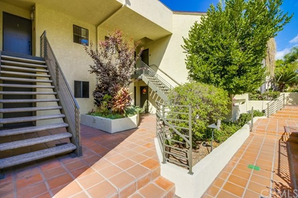 64 N Mar Vista Avenue 201, Pasadena, CA - USA (photo 4)