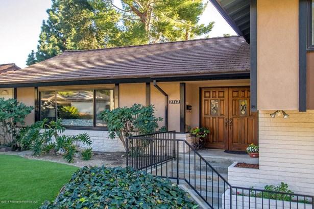 2742 Mountain  Pine Drive, La Crescenta, CA - USA (photo 3)