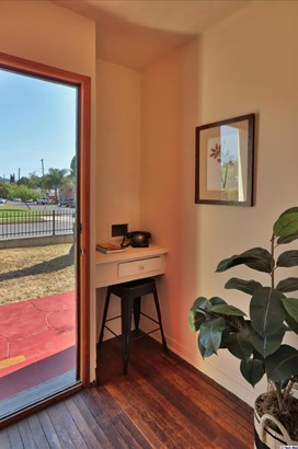 10861 Hesby Street, North Hollywood, CA - USA (photo 3)