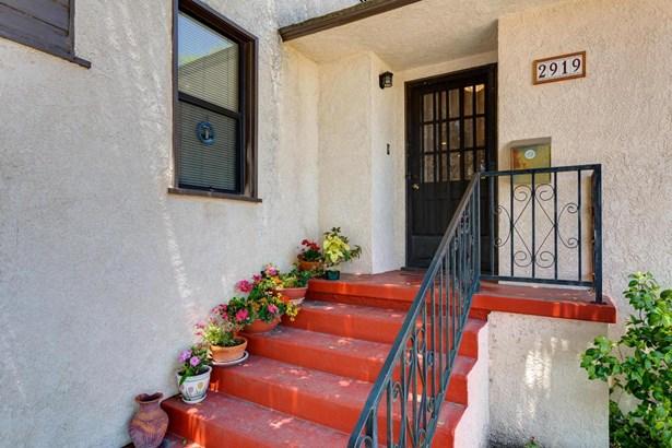 2919 Santa Carlotta Street, La Crescenta, CA - USA (photo 2)