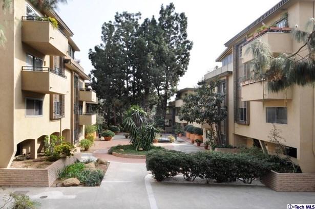6720 Hillpark Drive 201, Los Angeles, CA - USA (photo 3)