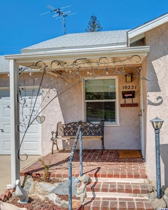 10221 Odell Avenue, Sunland, CA - USA (photo 4)