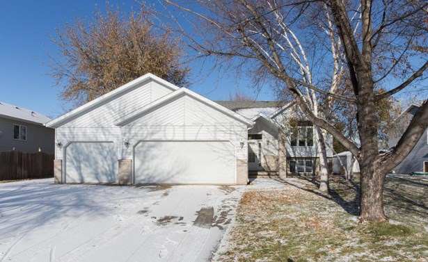 2717 38 1/2 Avenue S, Fargo, ND - USA (photo 1)