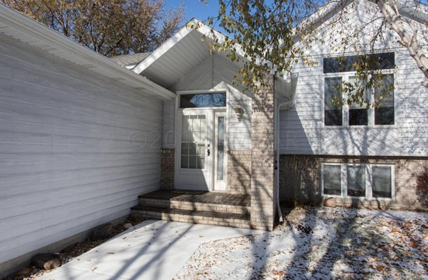 2717 38 1/2 Avenue S, Fargo, ND - USA (photo 2)