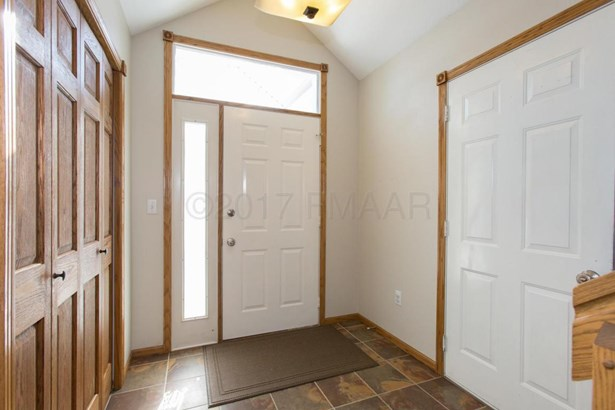 2717 38 1/2 Avenue S, Fargo, ND - USA (photo 3)