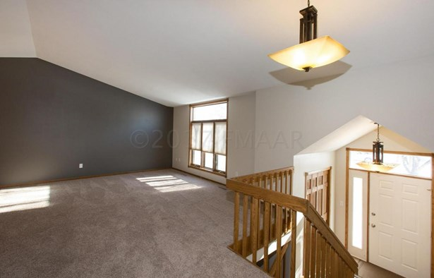 2717 38 1/2 Avenue S, Fargo, ND - USA (photo 5)